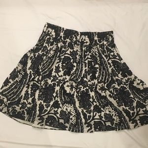 Banana Republic navy and white skirt